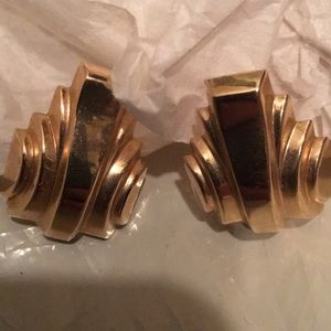 Jewelry - 14k gold earrings with posts.
